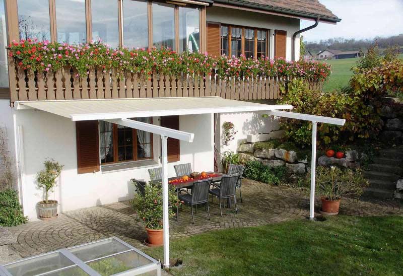 Stačí mít vhodné venkovní stínění a budete si na terase užívat každý slunečný den.