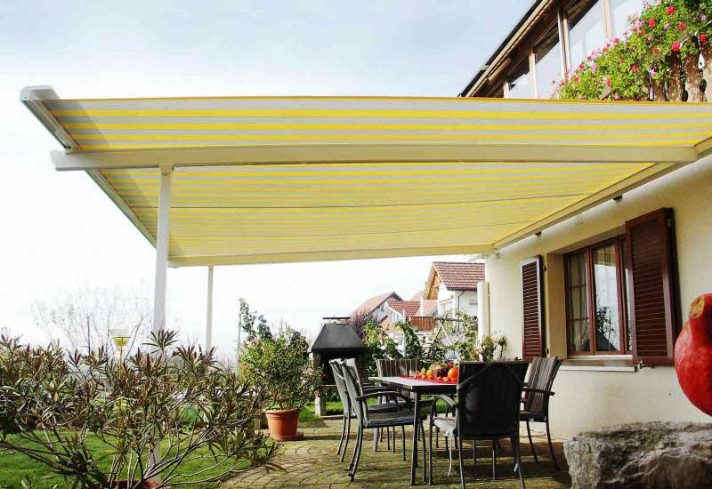 Venkovní zastínění terasy pomocí výsuvné markýzy je velice účinné.