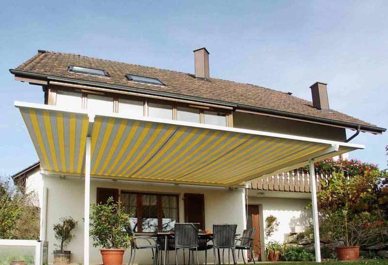 Venkovní stínění vaší terasy můžete perfektně sladit se svým domem - na výběr máte až 250 odstínů barev.