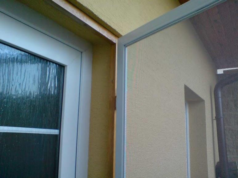 Síťové dveře proti hmyzu - bílý rám