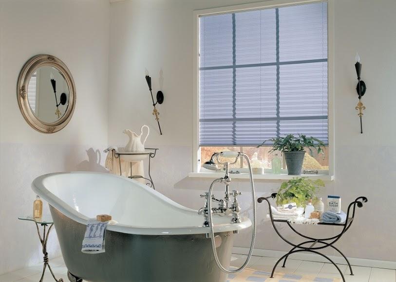 Vhodně zvolená barva plisé rolety dokresluje atmosféru interiéru