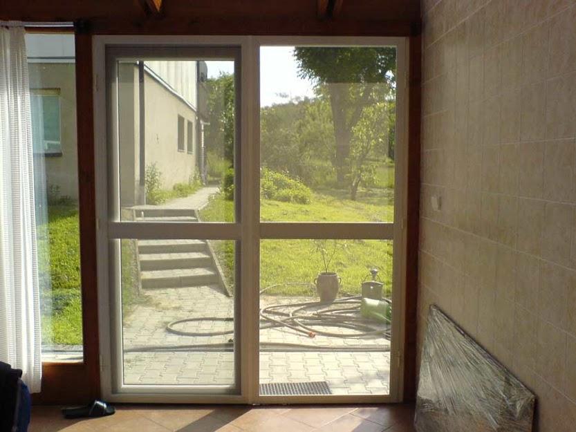 Síť proti hmyzu do dveří