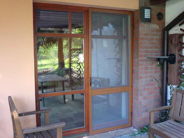 Síťové dveře proti hmyzu na terasu