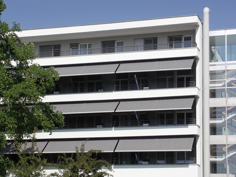 Výsuvné kloubové markýzy se hodí i na bytové domy