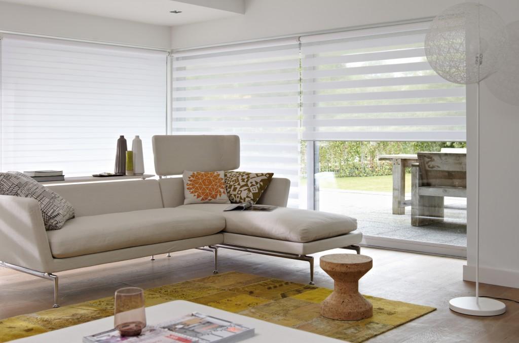 Klasická bílá roleta DEN a NOC pro velká okna