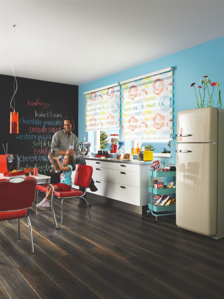 Veselé motivy na látce podtrhnou hravost celého interiéru. Hodí se do dětského pokoje i do kuchyně
