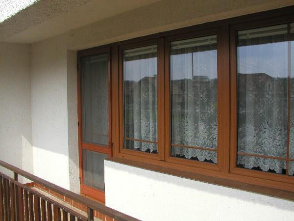 Klasická samozavírací síť na balkonové dveře