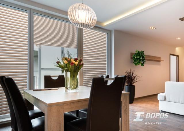 Barevné žaluzie dokreslí kuchyň i obývací pokoj - Kreativ A201