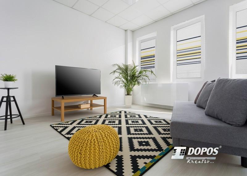 Tříbarevné horizontální žaluzie Kreativ D02 v obývacím pokoji
