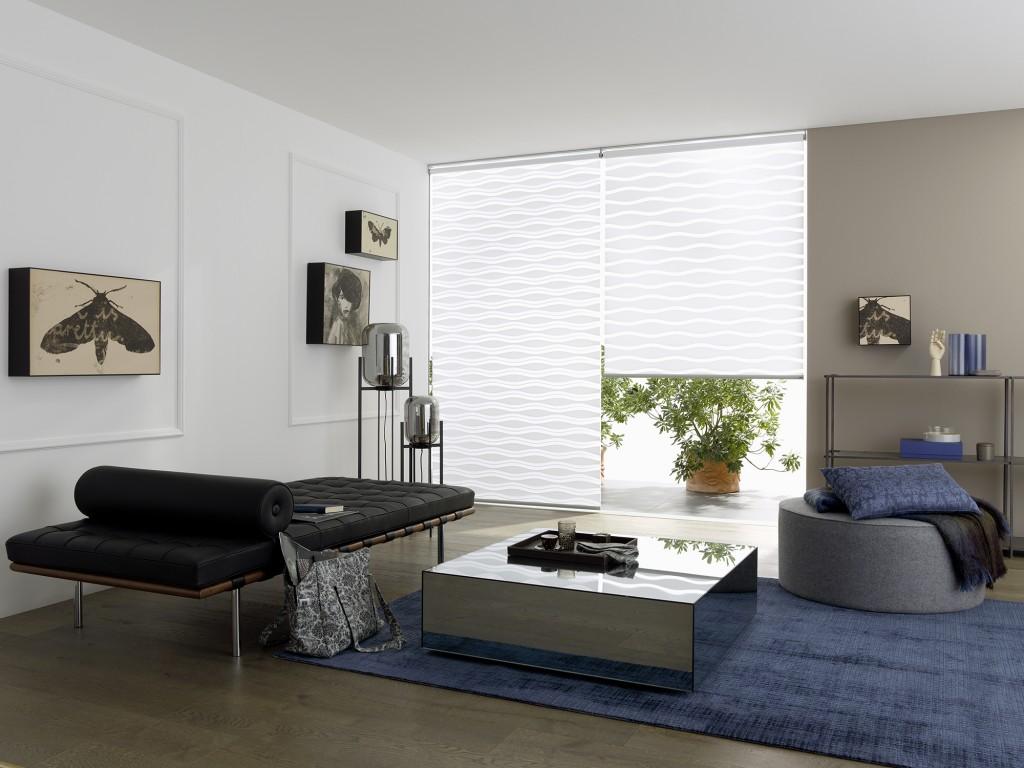 Speciální dekor žaluzií DEN a NOC zajistí větší pocit soukromí i při umístění na balkonových dveřích či francouzských oknech.