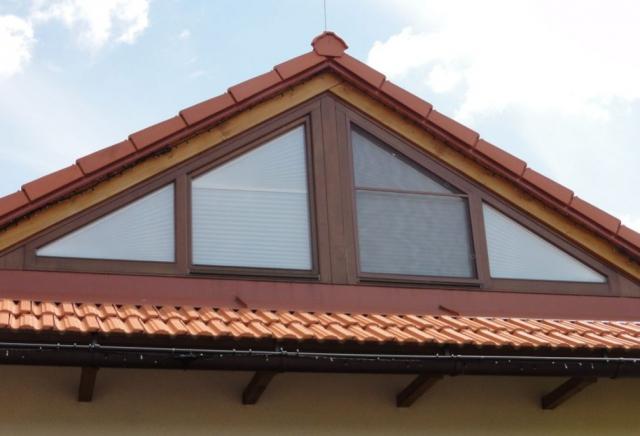Plisé rolety se skvěle hodí i pro atypická okna