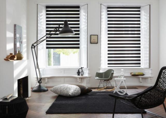 Trendy černo-bílá varianta žaluzií Den a noc v interiéru