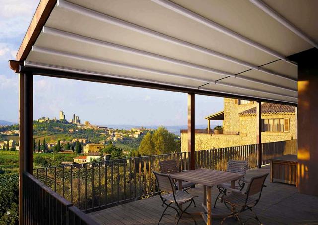 Dělená výsuvná markýza proti dešti na balkon - mediterána