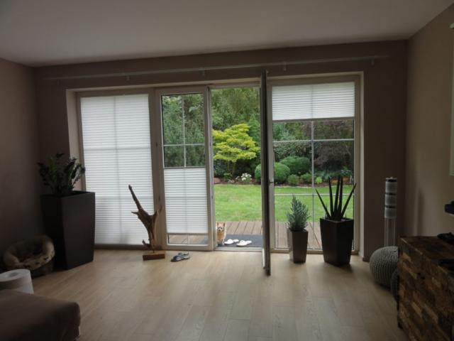 Typické využití plisé žaluzie na terasová okna a dveře, stínění shora i zdola