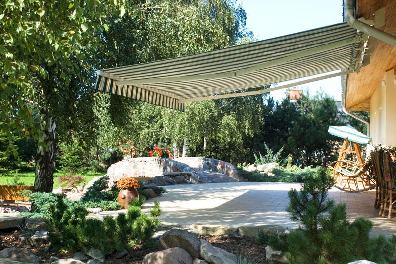 Zelenobílá markýza Jasmína na zahradní terasu
