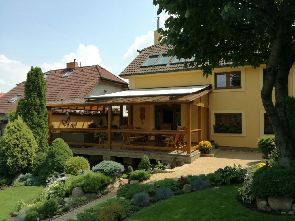 Markýza na zastínění stříšky nad terasou, Pardubice