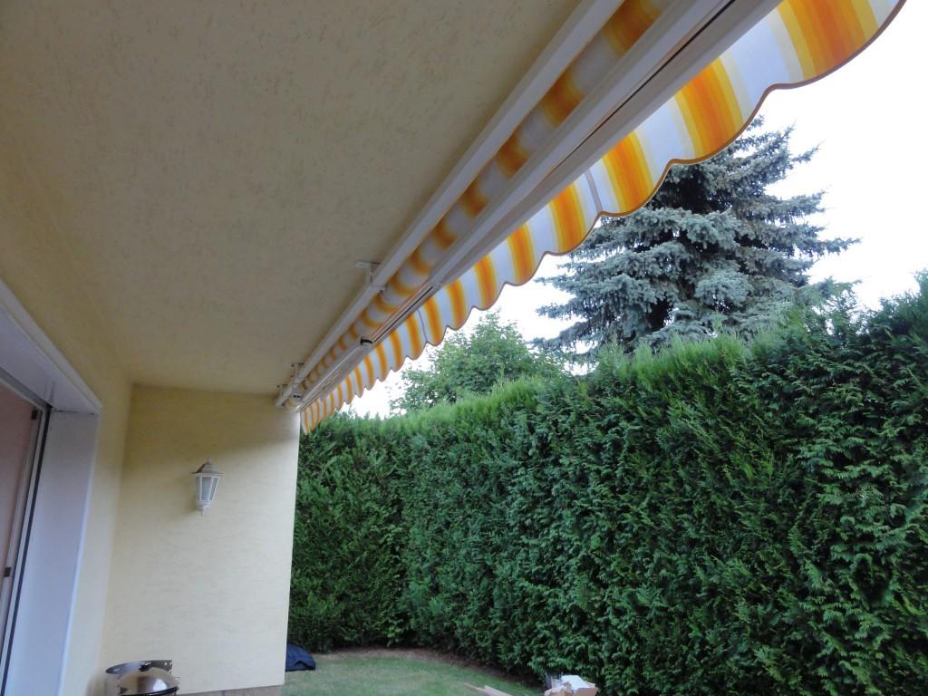 Detail uchycení markýzy pod balkonem, okres Pardubice
