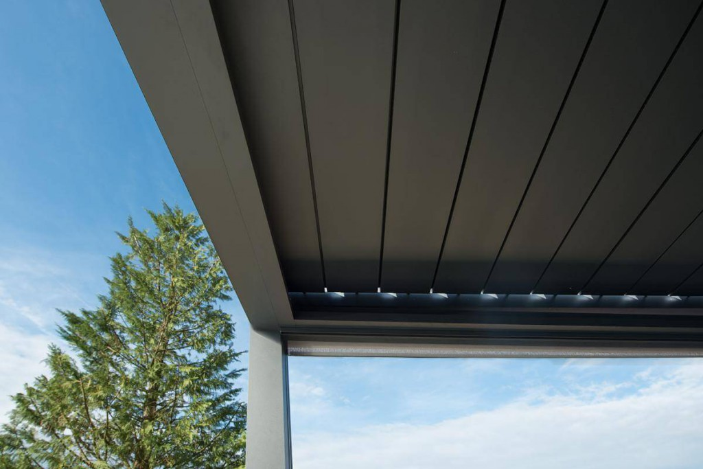 Zavřené lamely pergoly Espacio vytvoří střechu