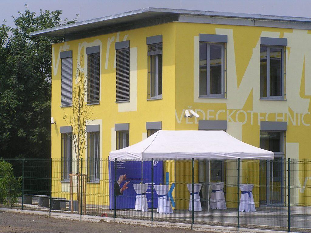 Venkovní žaluzie s přiznaným pouzdrem, Vědecko technický park Praha