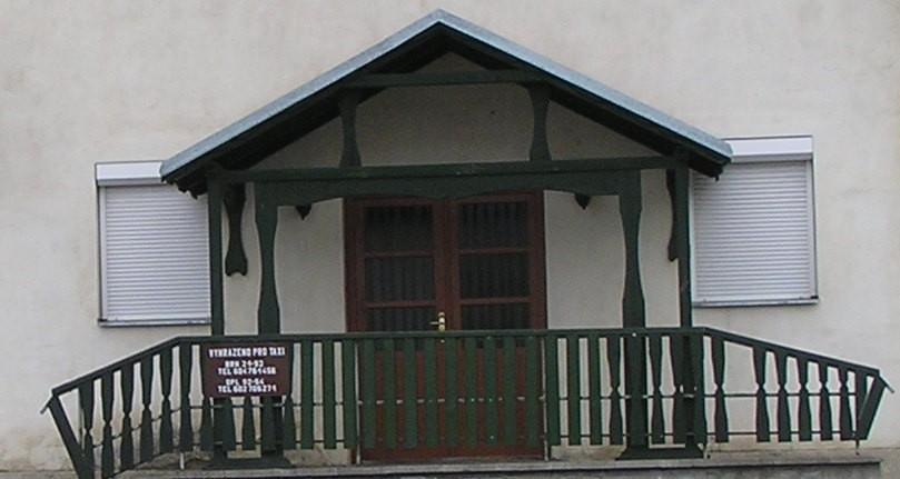 Venkovní rolety v gastro zařízení v Dolním Benešově