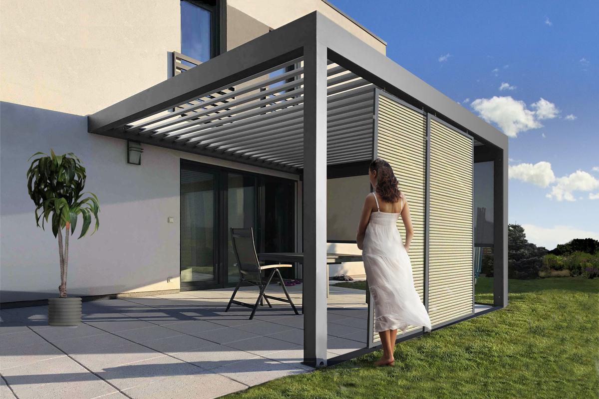 Bioklimatická pergola s bočním zastíněním skvěle doplní i váš rodinný dům.