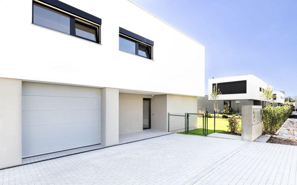 Trido Style se skvěle hodí i k moderním novostavbám. Díky široké paletě barev je vždy dokonale sladíte s fasádou domu.