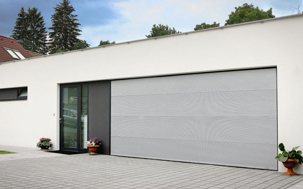 Sekční garážová vrata Trido Style s panelem Microl