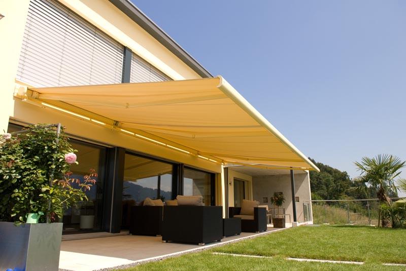 Kazetová markýza stíní efektivně terasu, zároveň pomáhá udržovat příjemné klima v interiéru.